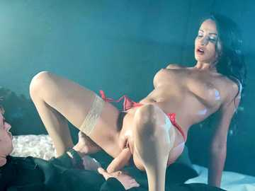 Alyssia Kent's pussy pounding in the darkness of the strip club