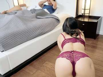 Hot MILF and young babe Khloe Kapri are Alissa Jayde cock worshipers