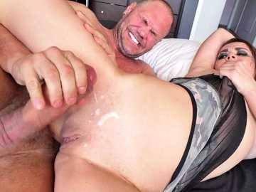 Sandy Alser gets her shaved pussy rammed and glazed in spoons style pose