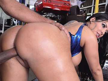 Kiara Mia: Big Ass Fucked At The Mechanic Shop!